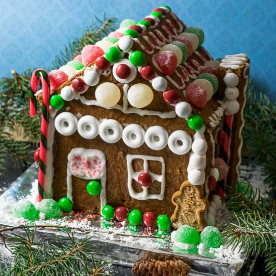 Gingerbread house gallery foodgawker diy gingerbread house solutioingenieria Images